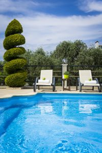 The Mary An Luxury, boutique apartments in Thassos sun loungers and pool.